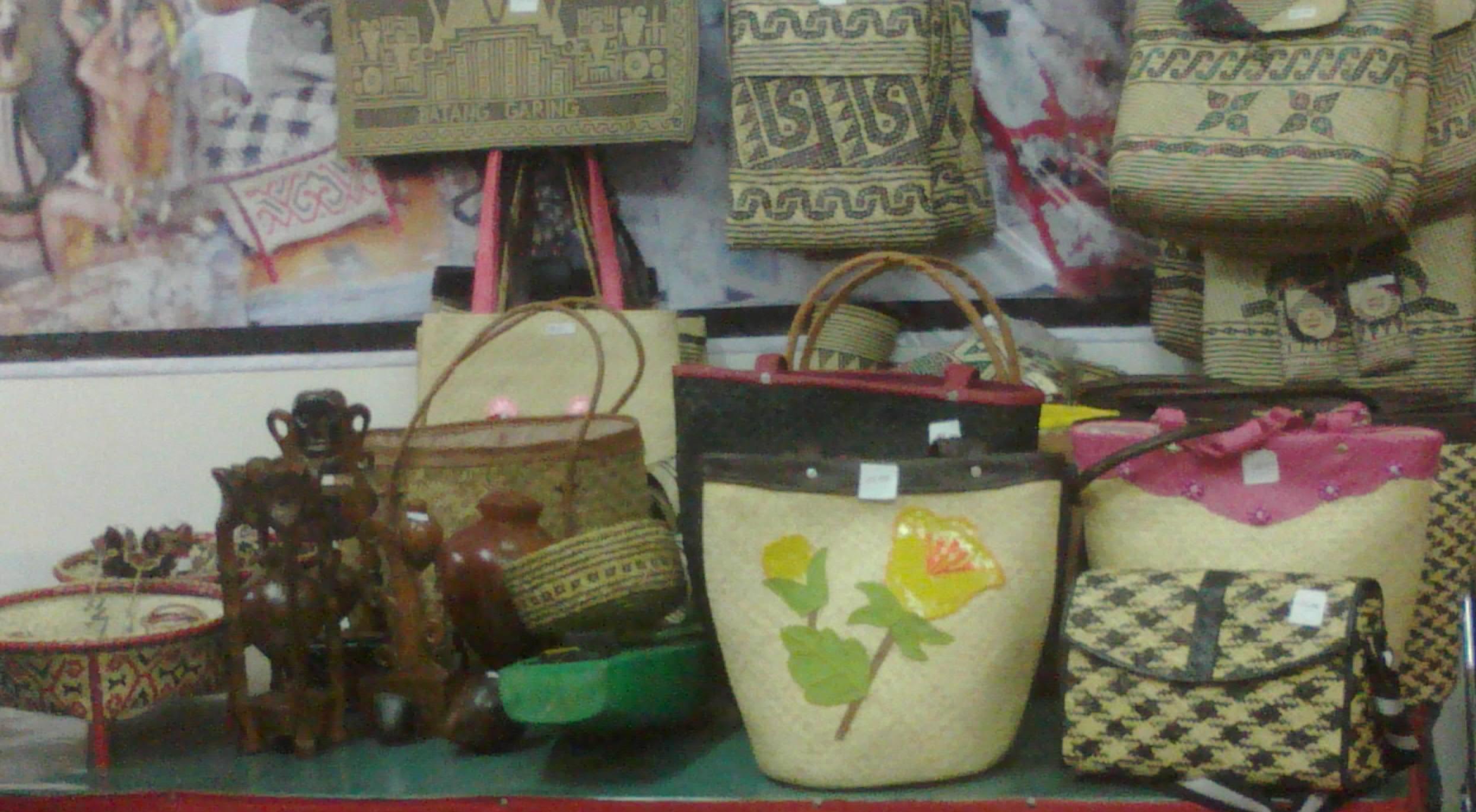 tas - tas unik dan lucu dari anyaman bambu